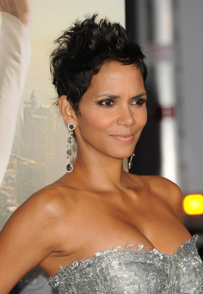 Halle+Berry+Short+Hairstyles+Pixie+aJVPPmtGiAul